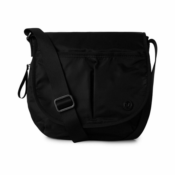 eec25ddf55d lululemon athletica Handbags - Lululemon Athletica The Essentials Bag -  Black